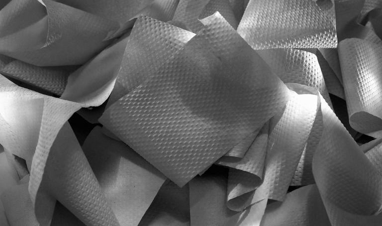 Szary papier toaletowy – gdzie i kiedy się sprawdza?